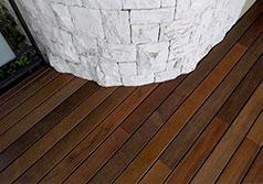 Fornitura pavimento in legno per ambientazione esterna