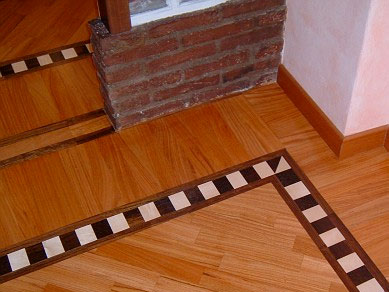 pavimento in legno con fascia e bindello