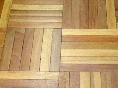 posa pavimento in legno a mosaico